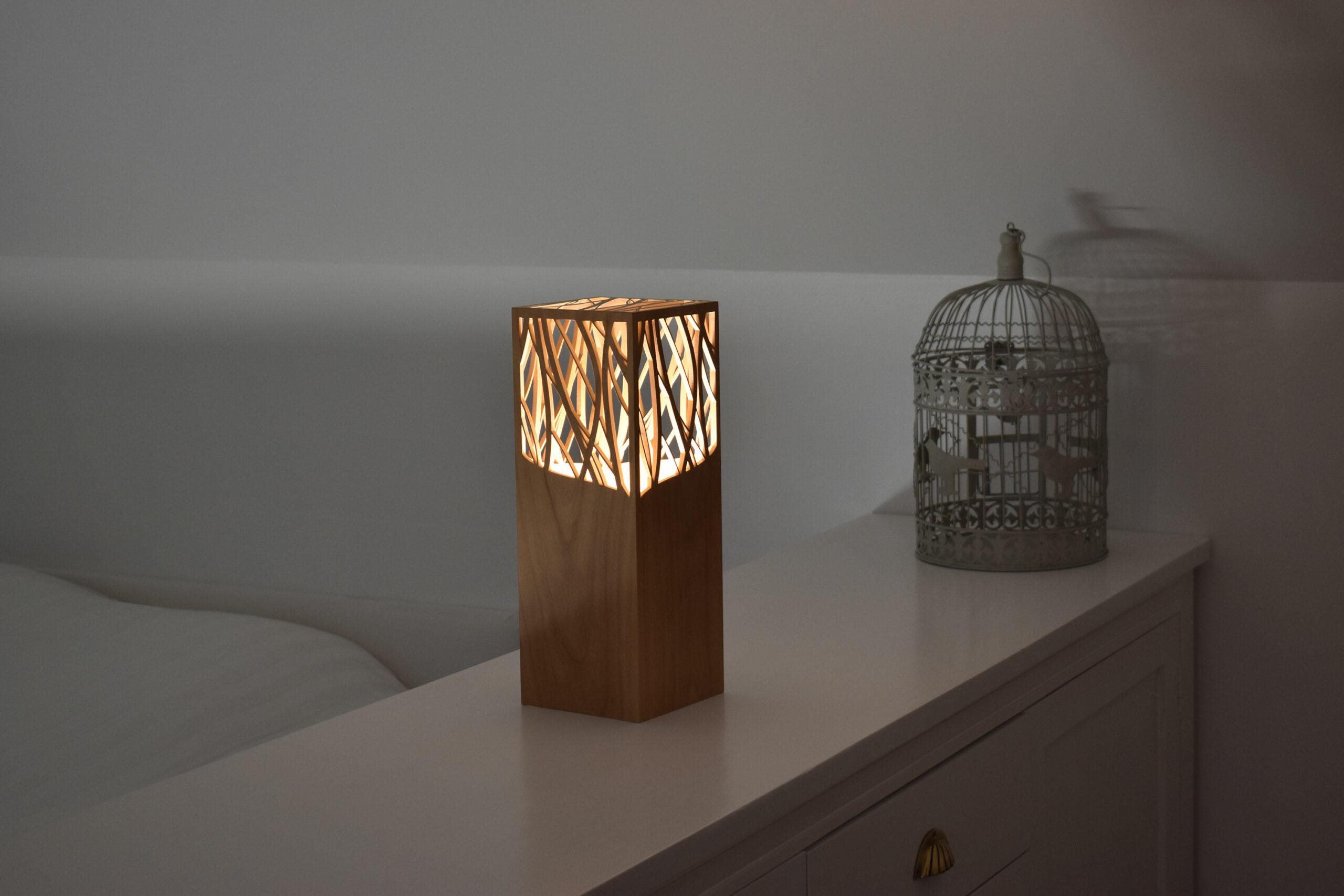 Lampe à poser design en bois de merisier - Fab-Fabrik
